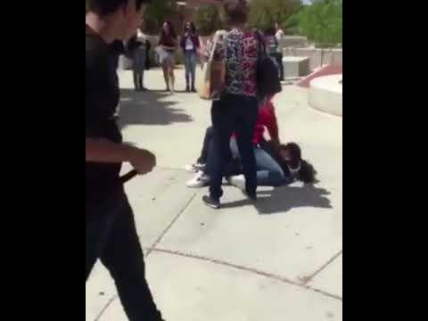 العرب اليوم - شاهد طالبة تلقن زميلتها علقة ساخنة