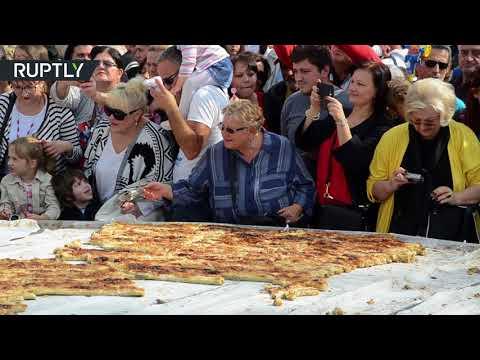 العرب اليوم - شاهد طباخون في البوسنة يحطمون رقم غينيس القياسي