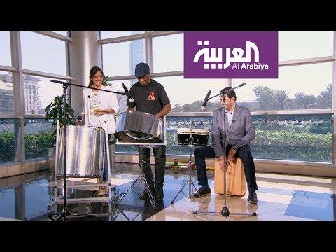 العرب اليوم - شاهد مقدما صباح العربية يعزفان علي الدرامز على الهواء مباشرة