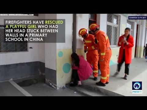 العرب اليوم - فتاة تحشر رأسها بين جدارين في ملعب مدرسة