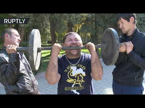 العرب اليوم - شاهد رجل قرغيزي يعرض مهارات لا تصدق