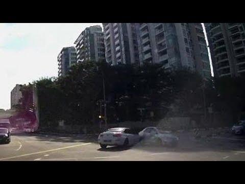 العرب اليوم - شاهد شبح سيارة يظهر فجأة على الطريق