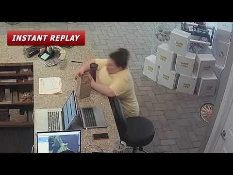 العرب اليوم - لحظة سقوط امرأة بسبب نومها المفاجئ