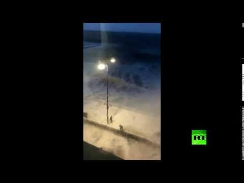 العرب اليوم - إعصار أوفيليا يضرب شواطئ بريطانيا بعنف