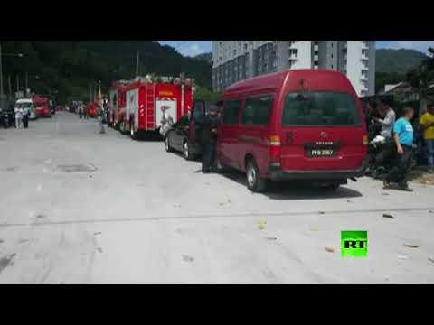 العرب اليوم - شاهد انهيار أرضي يدفن قرابة 20 شخصا في ماليزيا