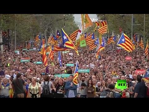 العرب اليوم - مظاهرات حاشدة في برشلونة تأييدا لانفصال إقليم كتالونيا عن إسبانيا