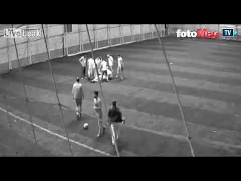 لحظة وفاة معلم أثناء لعبه كرة القدم مع زملائه