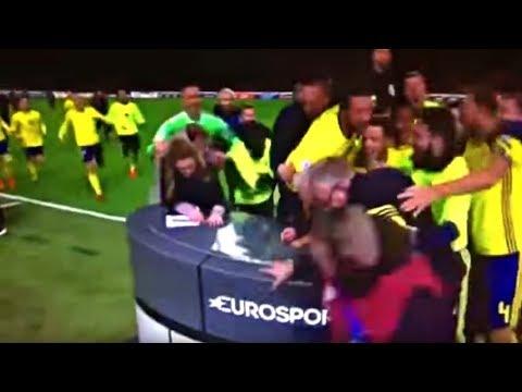 شاهد لاعبو السويد يحطمون الاستديو التحليلي