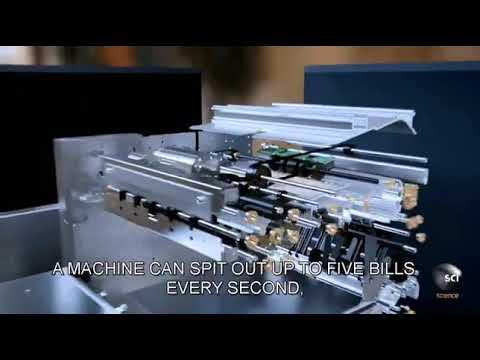 شاهد فيديو من ماكينة الصراف الآلي لحظة سحب النقود