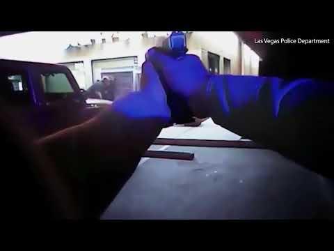 شاهد شرطي يُنقذ سيدة مِن القتل على يد زوجها في لاس فيغاس