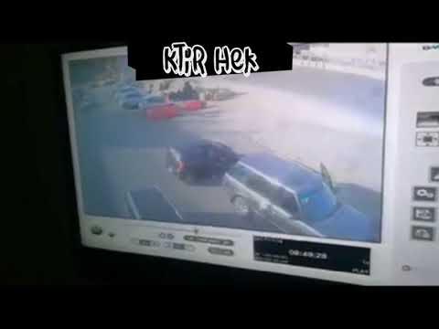 شاهد سرقة حقيبة سيدة أمام عينها من داخل سيارتها