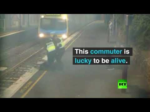 شاهد أسترالية تنجو بأعجوبة من الموت تحت عجلات القطار