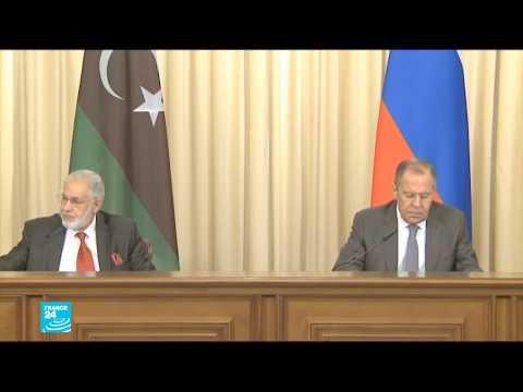 شاهد  روسيا تجمع طرفي النزاع الليبي على طاولة الحوار