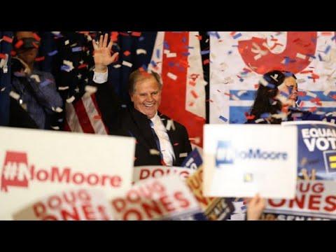 شاهد  فوز مفاجئ للمرشح الديمقراطي في انتخابات ولاية آلاباما
