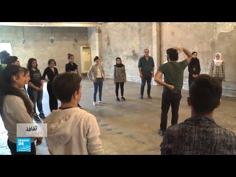 شاهد فرقة مسرحية لبنانية تشرك اللاجئين في أعمالها