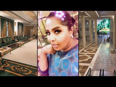 شاهد هيا الشعيبي تصدم من فخامة مركز الملك فهد الثقافي في الرياض