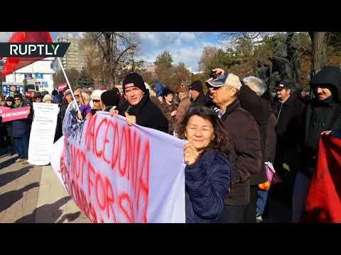 شاهد احتجاجات أمام مقر البرلمان المقدوني على زيارة ستولتنبرغ