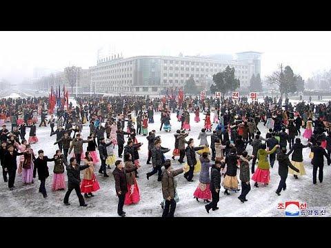 مسؤولو كوريا الشمالية يمارسون الرياضة