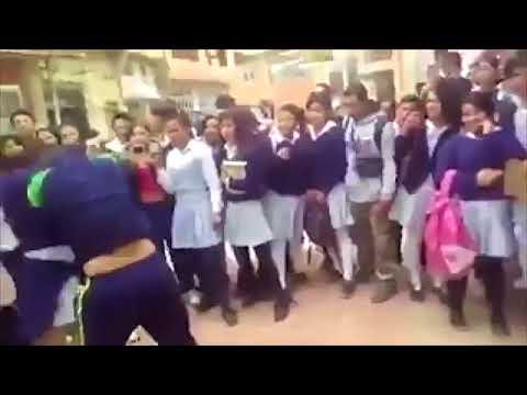 ضرب وركل وشد شعر طالبات دخلن في شجار عنيف