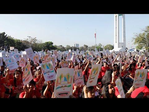 آلاف الطلاب الفلبينيين فى أضخم درس فني بالعالم