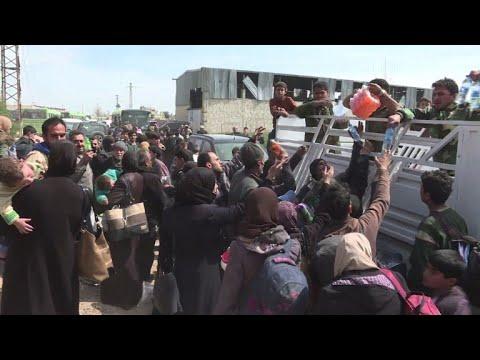 شاهد نزوح جماعي من الغوطة الشرقية والنزاع السوري يدخل عامه الثامن