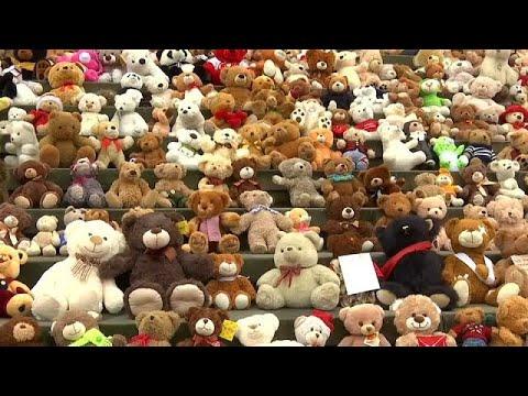شاهد مئات الدمى في برلين للتنديد بما يجري في سورية