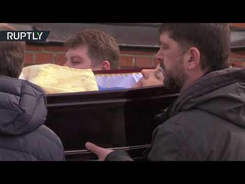 شاهد جنازة معلمة أنقذت طفلًا في حريق كيميروفو
