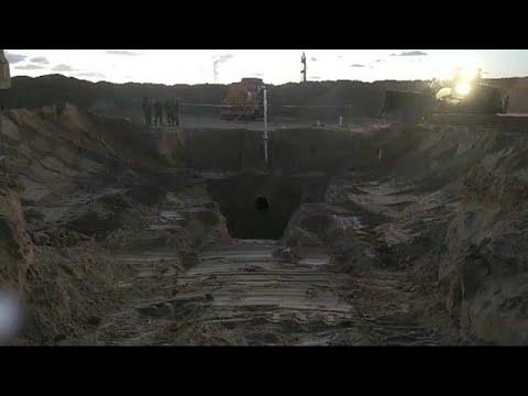 شاهد إسرائيل تدمر نفق هجومي بالقرب من غزة
