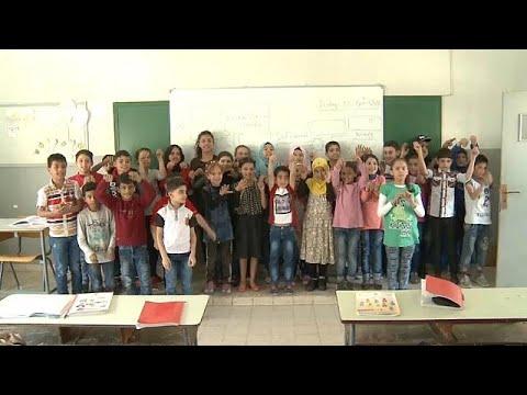 شاهد برامج مكثفة لدمج أطفال اللاجئين السوريين في المناهج التربوية اللبنانية