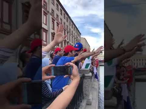 شاهد ترديد النشيد الوطني المغربي فوق جسور سان بترسبورغ