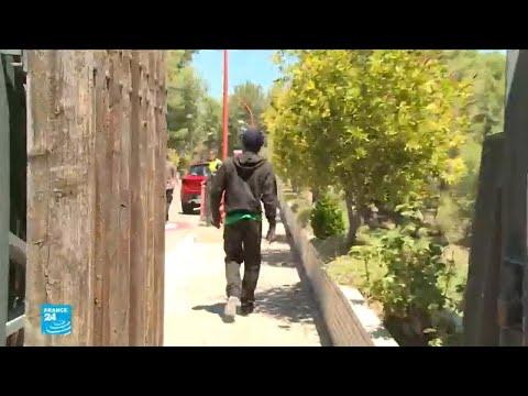 شاهدمهاجرون يصلون إلى مركز تأهيلي في فالنسيا الإسبانية