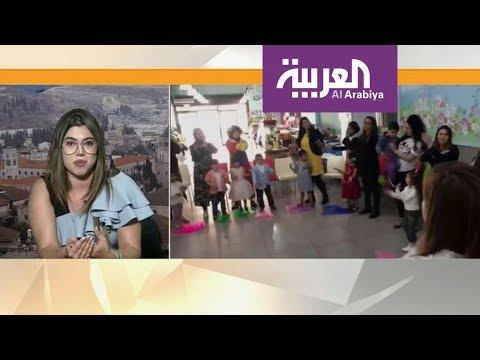 شاهد معلمة موسيقى تُعلِّم الألحان العربية بلغة الإشارة