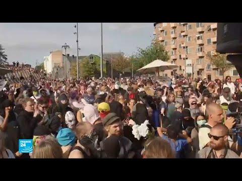 شاهد احتجاجات في الدانمارك على تطبيق قانون حظر النقاب