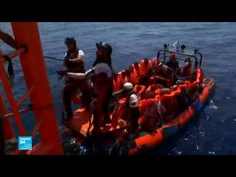 ليبيا ترفض استقبال سفينة تقل مهاجرين