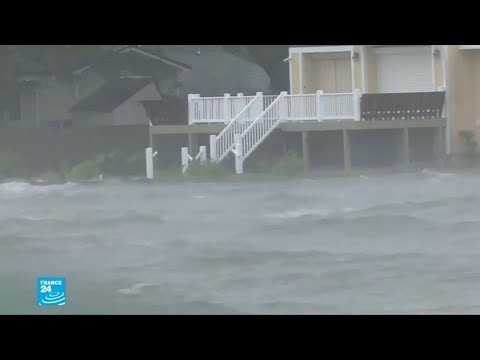 شاهد طلائع الإعصار فلورانس تصل للسواحل الشرقية للولايات المتحدة