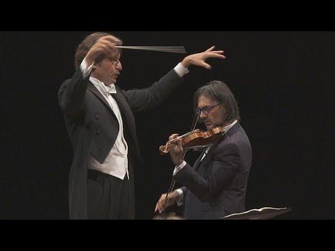 شاهد  عازف الكمان ليونيداس كافاكوس يستحضر سترافينسكي في لوكسمبورغ