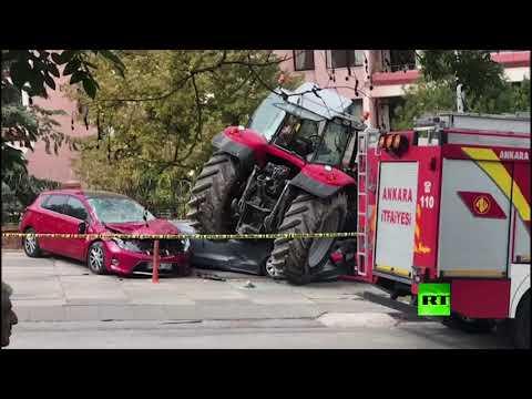 شاهد سائق جرار زراعي يحاول اقتحام السفارة الإسرائيلية في تركيا
