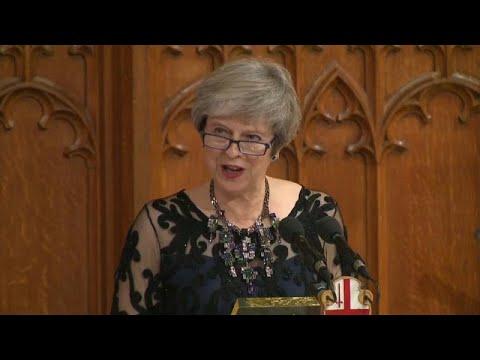 شاهد ماي تعقد اجتماعًا لمناقشة الانسحاب مِن الاتحاد الأوروبي