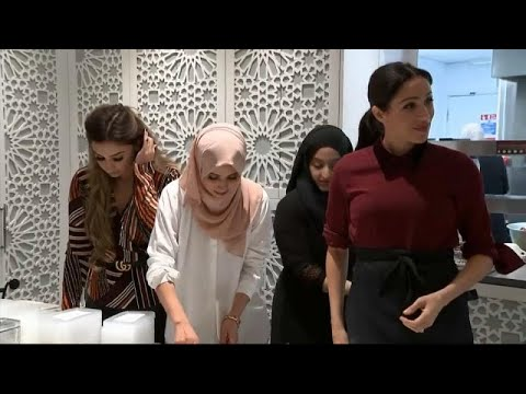 شاهد  ميغان ماركل تطبخ في مركز المنار للتراث الثقافي الإسلامي