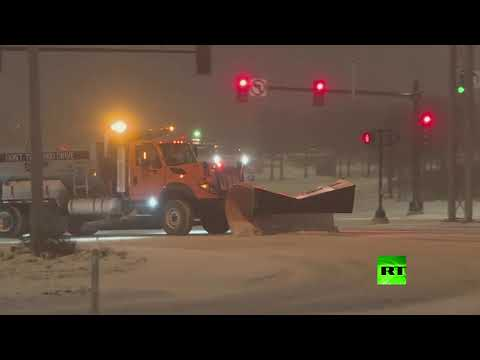 شاهدعاصفة ثلجية تضرب الولايات المتحدة