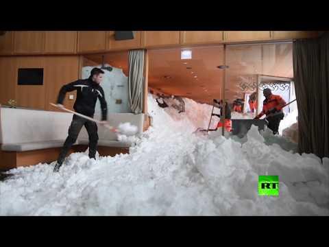 شاهد انهيار ثلجي يضرب فندقا في سويسرا
