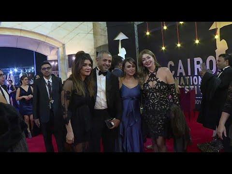 تألُّق النجوم على السجادة الحمراء في افتتاح مهرجان القاهرة السينمائي