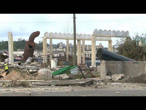 شاهد حطام سيارات وأنقاض بيوت في العاصمة هافانا