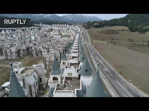 شاهد  توقف أعمال البناء في مشروع تركيا السكني الفاخر