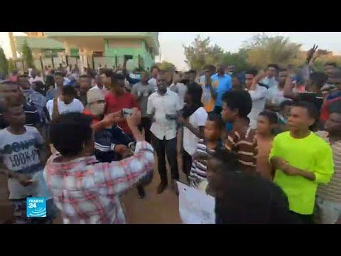 شاهد وقفة احتجاجية داخل الحرم الجامعي في الخرطوم