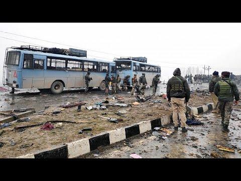 شاهد انفجار سيارة ملغومة في الشطر الهندي من إقليم كشمير