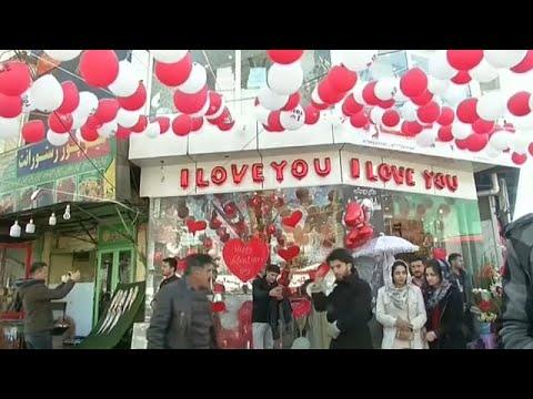 شاهد مظاهر احتفال الأفغان بـعيد الحب