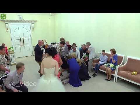 شاهد عريس يفقد وعيه قبل لحظة قبوله بالزواج من عروسه