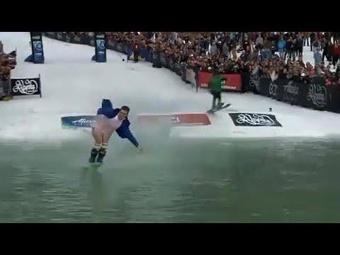 لقطات طريفة خلال الدورة الـ42 لكأس سلوش للتزلج في ألاسكا