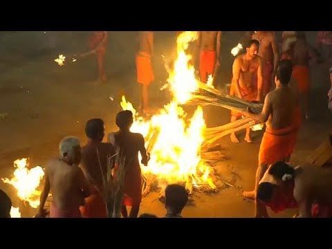الآلاف يحتفلون بـمعركة النار في الهند